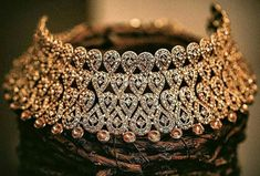 diamond choker necklaces which look gorgeous Indian Bridal Jewelry Sets, Indian Jewelry Earrings, Fancy Jewellery, Jewelry Design Earrings, Necklace Designs, Bridal Jewellery, Silver Jewelry, Silver Ring, India Jewelry