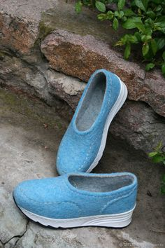 Cardigan Outfits, Long Cardigan, Felt Slippers, Felt Boots, How To Make Shoes, Shoe Boots, Beading, Slip On, Sneakers