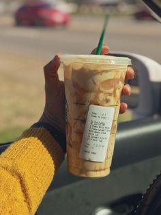 Healthy Starbucks Drinks, Starbucks Secret Menu Drinks, Iced Coffee Drinks, Coffee Drink Recipes, Starbucks Coffee, Yummy Drinks, Starbucks Hacks, Smoothies, Smoothie Drinks