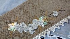 LOY HANDCRAFTS, TOWELS EMBROYDERED WITH SATIN RIBBON ROSES: TOALHA DE ROSTO BORDADA COM FLORES DE FITAS EM CET...