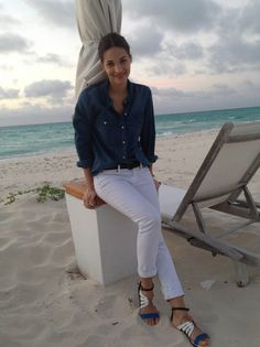 What Senior Accessories Editor Maria Dueñas Jacobs Packs for a Beach Vacation