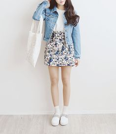 How does she manage to be so skinny ~_~ TELL ME YOUR SECRET (It's already fall, but throwback to spring fashion :))