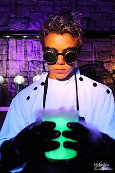 10 Creepy, Cool and Fun Costume Ideas for Teen Boys - Christmas Deesserts Mad Scientist Halloween Costume, Teen Boy Halloween Costume, Teen Boy Costumes, Halloween Party Snacks, Halloween This Year, Creepy Halloween, Cool Costumes, Costume Ideas, Halloween Makeup