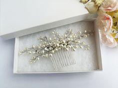 Hair Comb Wedding, Hair Combs, Pearl Hair, Wedding Hairstyles, Trending Outfits, Unique Jewelry, Handmade Gifts, Frame, Model