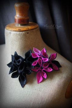 dwie broszki kwiaty w Margo Hupert FlowerFelt Design na DaWanda.com