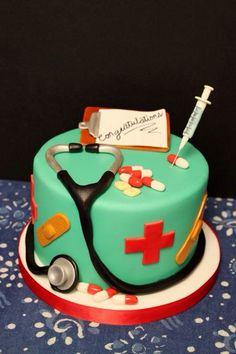 nurse and doctor cake Pretty Cakes, Beautiful Cakes, Amazing Cakes, Fondant Cakes, Cupcake Cakes, Cupcakes, Medical Cake, Doctor Cake, School Cake