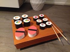 Sushi surprise Small round boxes painted and covered with black tape. - Sushi surprise Small round boxes painted and covered with black tape. Diy Crafts To Do, Paper Crafts, Sushi Plate, Newspaper Basket, Painted Boxes, Valentine Box, Spa Party, Craft Gifts, Christmas Time