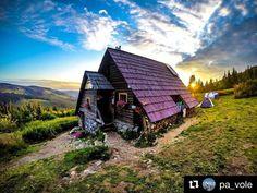 Útulňa Andrejcová  a ranné zore foto @pa_vole #praveslovenske #lowtatras #goodideaslovakia #nahory #naturewalk #natureshots #nature_perfection #walk #walking #travel #traveller #traveling #travelling #travelgram @slovakia.travel @pripijam