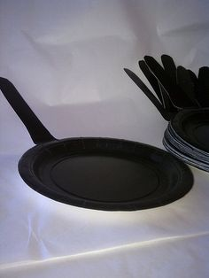 For the game Pin The Frying Pan on Flynn- add names to each plate! Frying pan cake plates for Tangled party