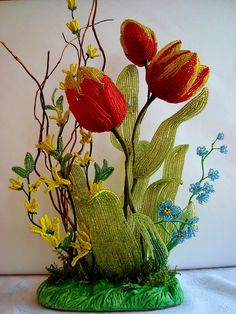 Tulips from beads Seed Bead Flowers, French Beaded Flowers, Seed Beads, Real Flowers, Beautiful Flowers, Ikebana, Beaded Crafts, Flowering Trees, Beads And Wire