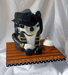 Michael Jackson Minion cake. I think it is really cute.