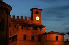 Castelli di Piacenza La Rocca Viscontea di Castell'Arquato domina, con le sue torri, il borgo e la Val d'Arda. Sovrasta l'intero complesso il mastio storico sistema di sorveglianza dell'intera vallata.