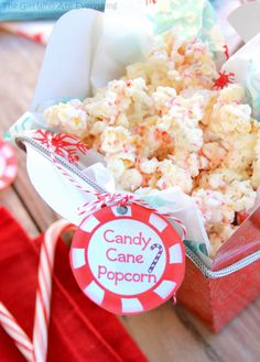 Sweet Christmas treat and a free printable: Candy Cane Popcorn