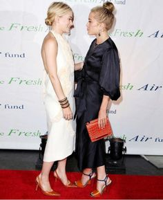 Mary Kate And Ashley's Olsen Cutest Moments Red Carpet Event Ashley Olsen Style, Olsen Twins Style, Mary Kate Ashley, Mary Kate Olsen, Elizabeth Olsen, Olsen Fashion, Fashion Outfits, Olsen Sister, Sister Sister