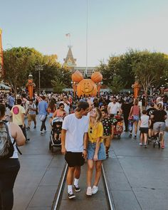"""Romantic Photography """"Disneyland Couples"""" Awesome Ideas - Savvy Ways About Things Can Teach Us Disneyland Couples, Disneyland Photos, Disney Couples, Disneyland Paris, Disney Love, Disneyland Outfit Summer, Disneyland California, Romantic Photography, Couple Photography"""