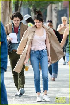 Full Sized Photo of selena gomez timothee chalamet enjoy some down time on set of woody allen new movie 06 New York Movie, Woody Allen, Marie Gomez, American Actors, On Set, New Movies, Kylie Jenner, Selena Gomez, Sneakers Fashion