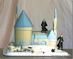 Super simple Hogwarts cake. I have this decorating kit and LOVE it!