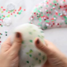 This holiday slime is simple to make and you only need a few ingredients! This holiday slime is simple to make and you only need a few ingredients! Kids Crafts, Christmas Crafts For Kids, Holiday Crafts, Diy And Crafts, Arts And Crafts, Diy Christmas Slime, Craft Projects, Simple Crafts, Kids Diy