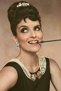 Tina Fey - Breakfast at Tiffany's! What could be better than Tina Fey emulating Audrey Hepburn! George Peppard, Pretty People, Beautiful People, Amazing People, Perfect People, Hello Beautiful, Beautiful Ladies, Divas, Tina Fey