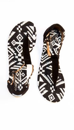 Tribal print #TOMS Playa sandals