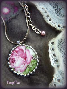 'Fairy Fox jewelry' op Facebook -                'Fairy Fox' op Flickr