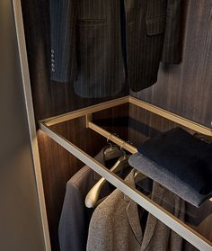 INTERIOR DESIGN BlOG, JENIFER JANNIERE,INTERIOR DESIGN BLOG, SPECD BLOG, walk-in closet, walk-in closet designs, man cave design, closet designers, closet organizer, wardrobe, high end closet design