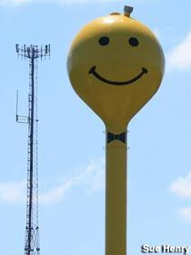 Makanda IL Smiley Face Water Tower.