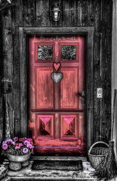 Porta em Bad Goisern am Hallstättersee, na Alta Áustria, Áustria.  Fotografia: Helmut Elsasser no Flickr.
