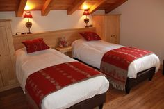 Chambre avec lits séparés - Résidence La Griyotire 4* - Praz sur Arly - France Praz Sur Arly, France, Bed, Furniture, Home Decor, Beds, Bedroom, Decoration Home, Stream Bed