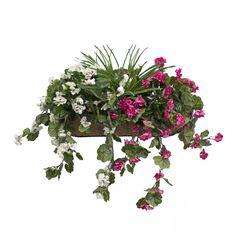 Jardinière murale de géraniums roses et blancs avec verdure