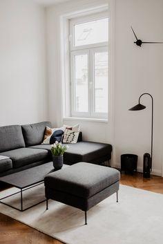 Ein nordisch inspirierter Altbau - Wiener Wohnsinnige Homestory Entryway Bench, Couch, Furniture, Home Decor, Homes, Entry Bench, Hall Bench, Settee, Decoration Home