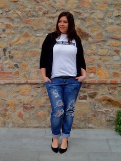love those boyfriend jeans paired with a cute t shirt and blazer - plus size style