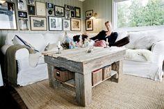 Det hele startet med dette bordet av drivved. Familien Rosén-Lystrup hadde kjøpt et IKEA-bord som ikke funket, og bestemte seg for å lage et selv. Dermed var grunnlaget lagt. Dining Bench, Ikea, Diy, Furniture, Home Decor, Decoration Home, Table Bench, Ikea Co, Bricolage