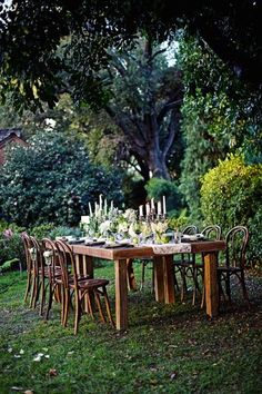 Green dining. This would be beautiful for an outdoor wedding reception or party