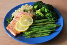 gaintheirjealousy:  Lunch: Pan-fried salmon on parsley with green beans, broccoli and quinoa