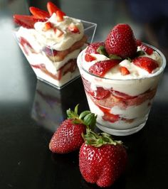 tiramifraisier: tiramisu me fraoules Strawberry Tiramisu, Strawberry Banana Smoothie, Dessert In A Jar, Greek Recipes, Smoothie Recipes, Sweet Tooth, Dessert Recipes, Cooking Recipes, Pudding