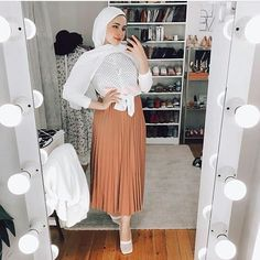 Colourful Outfits, Muslim, Tulle, Skirts, Color, Fashion, Places, Moda, Skirt