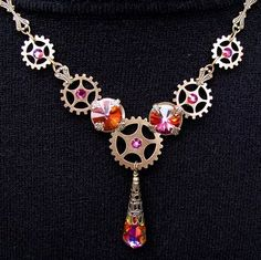 Steampunk jewlery includs gears of all sorts by leta Steampunk-Schmuck umfasst Zahnräder aller Style Steampunk, Steampunk Crafts, Steampunk Costume, Steampunk Fashion, Gothic Fashion, Cowgirl Fashion, Steam Punk Diy, Steam Punk Jewelry, Gothic Jewelry