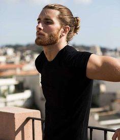 Tagli capelli uomo lunghi 2018 - Capelli legati uomo