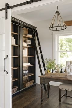 So will ich wohnen modern french country office, bookcase and chandelier Selecting Right Types Of Ai Modern French Country, French Country Kitchens, French Country Bedrooms, French Country Farmhouse, French Country Decorating, Farmhouse Design, Modern Farmhouse, Country Modern Decor, Modern French Decor