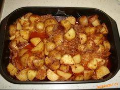 Smícháme olej s hořčicí, utřeným česnekem a kořením. Plátky masa marinujeme nejlépe přes noc. Na sád...