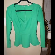 Peplum blouse Beautiful peplum blouse! Accentuates your waist and just makes you look amazing! Arden B Tops Blouses