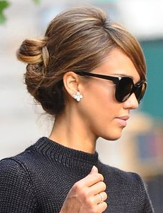 Hair Updos That Are So Chic They'll Work For Any Occasion Jessica Alba mit Hochsteckfrisur bei Paris Fashion Weeek,. Party Hairstyles For Long Hair, Work Hairstyles, Celebrity Hairstyles, Pretty Hairstyles, Jessica Alba Hairstyles, Hairstyle Ideas, Jessica Alba Updo, Jessica Alba Makeup, Classy Updo Hairstyles
