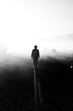 Photography of People Walking Away Alone Photography, Photography Poses For Men, Dark Photography, Creative Photography, Black And White Photography, Portrait Photography, Sadness Photography, People Photography, Photographie Art Corps
