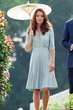 Kate Middleton Style & Fashion: The Duchess of Cambridge's Dresses Kate Middleton News, Princess Kate Middleton, Kate Middleton Style, Royal Fashion, Star Fashion, Fashion Trends, Princess Katherine, Royal Princess, Princess Diana