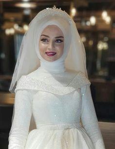 20 Fantastic Wedding Dresses For Curvy Brides Muslim Wedding Gown, Hijabi Wedding, Muslimah Wedding Dress, Muslim Wedding Dresses, Muslim Brides, Bridal Dresses, Wedding Gowns, Bridesmaid Dresses, Muslim Girls