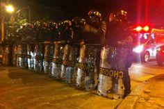 Manifestantes são reprimidos próximo ao Maracanã: Polícia Militar atirou bombas há menos de uma hora do início da partida entre Argentina e Bósnia; protesto tentava chegar próximo ao Maracanã - 15/06/2014