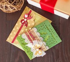 This Christms bow card and envelope gives an elegant, yet fun twist to the holiday season!   Make it now in Design Space: https://us.cricut.com/design/?utm_content=buffer9b129&utm_medium=social&utm_source=pinterest.com&utm_campaign=buffer#/landing/project-detail/9512