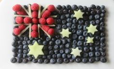 Are you looking for a fancy platter for your Australia Day celebrations? The weather is still warm so lay out this flag pattern with fresh berries and honeydew and you'll have the crowd yelling Aussie, Aussie, Aussie! Australian Party, Australian Recipes, Australian Christmas, Fruit Platter Designs, Platter Ideas, Australia Day Celebrations, Aus Day, Aussie Food, Party
