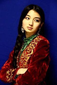 A Kazakh girl. The Kazakhs of Mongolia are (like their brothers in Kazakhstan, Uzbekistan, China and Russia) a… Beauty Around The World, Anthropologie, Central Asia, Belleza Natural, World Cultures, Ethnic Fashion, People Around The World, Traditional Dresses, Beautiful People